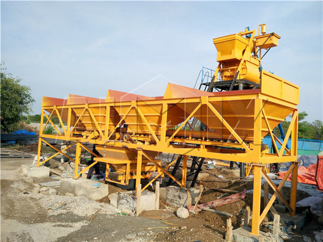 Mobile concrete batching plant in China